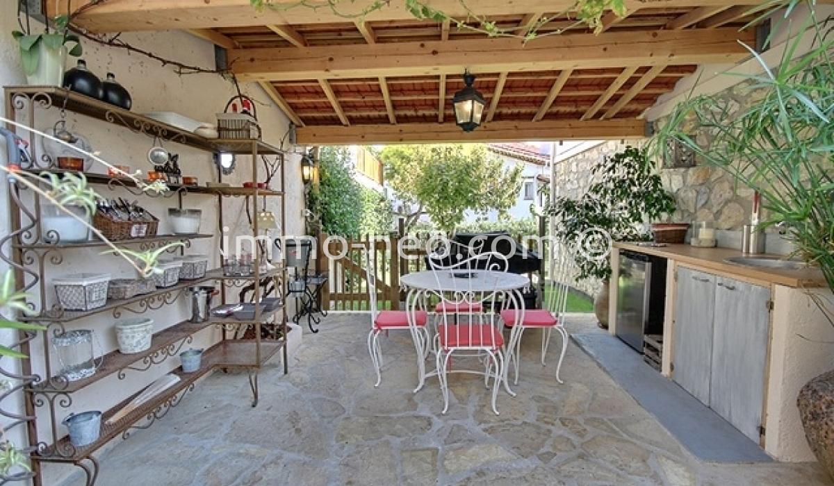 Vendita casa indipendente antibes 5 locali 130 m2 for Seconde case impero in vendita