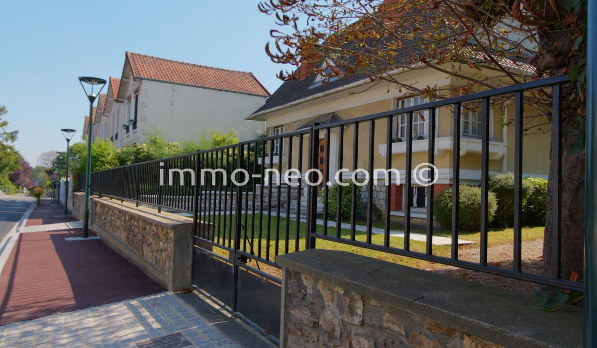 Vendita casa indipendente saint gratien 7 locali 130 m2 for Casa con 6 camere da letto in vendita vicino a me