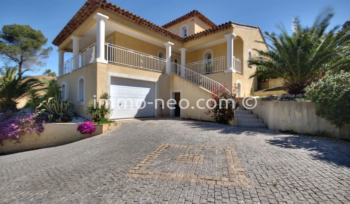 Vendita casa indipendente saint aygulf 7 locali 200 m2 for Officina garage indipendente