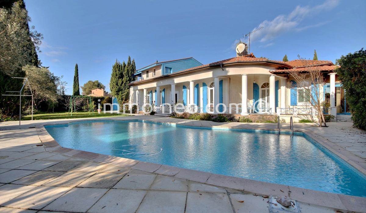 Vendita villa fr jus 10 locali 330 m2 for Planimetrie in stile sud