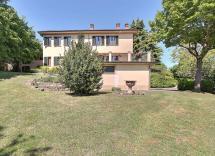 Vendita villa Montesegale 9 Locali 548 m2