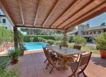 Vendita villa Barga 13 Locali 589 m2
