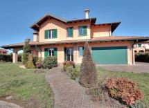 Vendita villa Abbiategrasso 6 Locali 484 m2