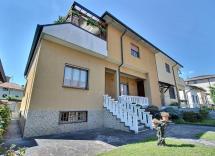 Vendita villa Liscate 8 Locali 242 m2