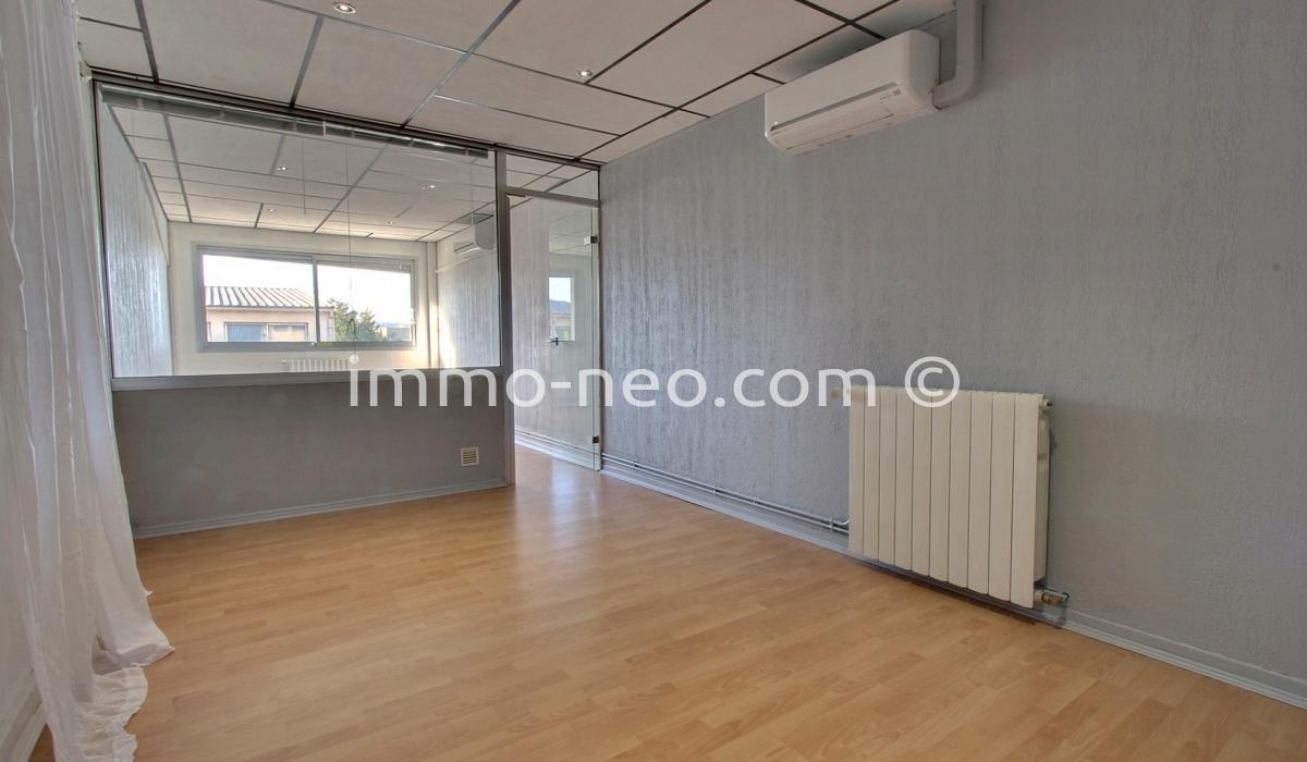 location bureau aix en provence 30 m2. Black Bedroom Furniture Sets. Home Design Ideas