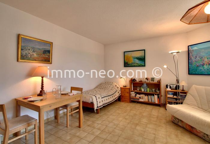 vente appartement hy res studio 37 m2. Black Bedroom Furniture Sets. Home Design Ideas