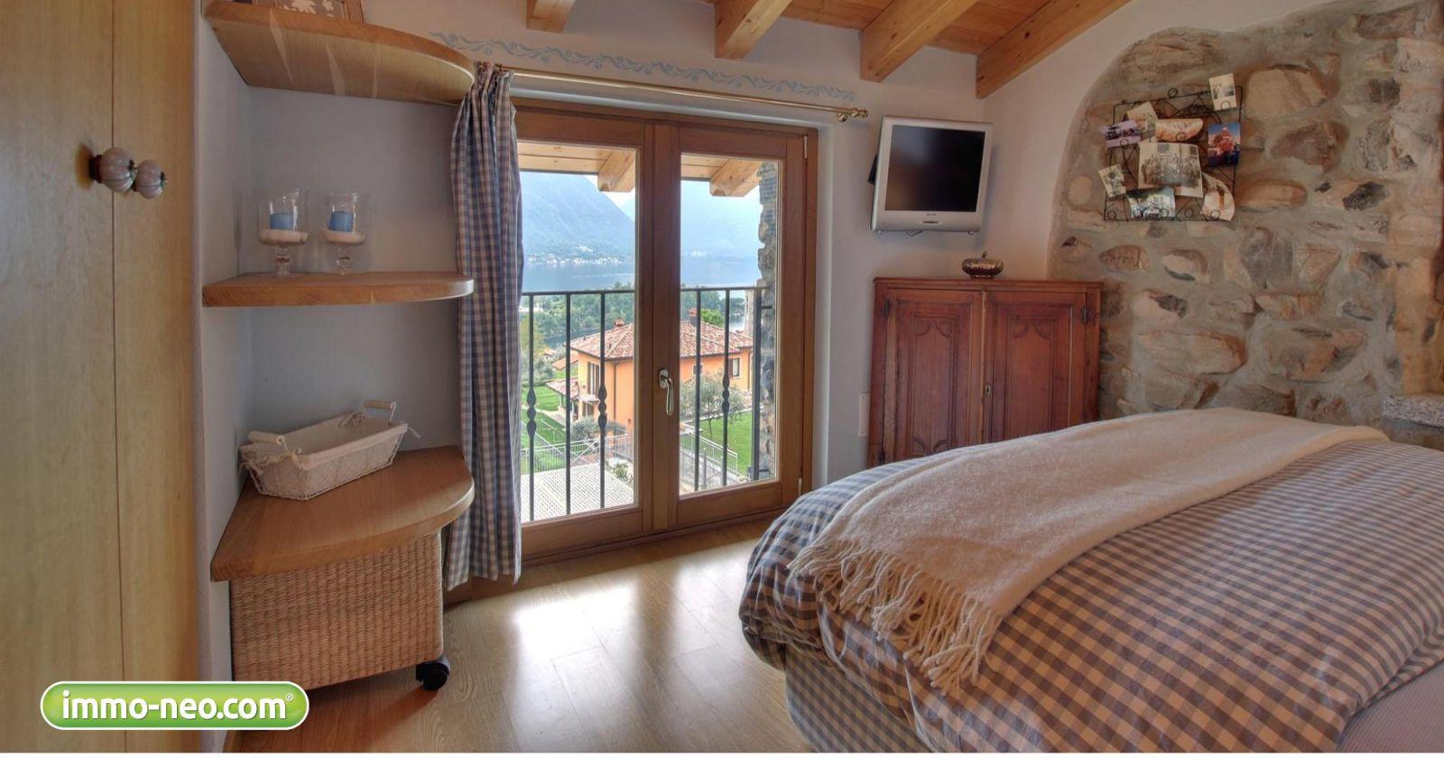 Due case da sogno in vendita tra privati sul lago di como for Due garage di storia in vendita