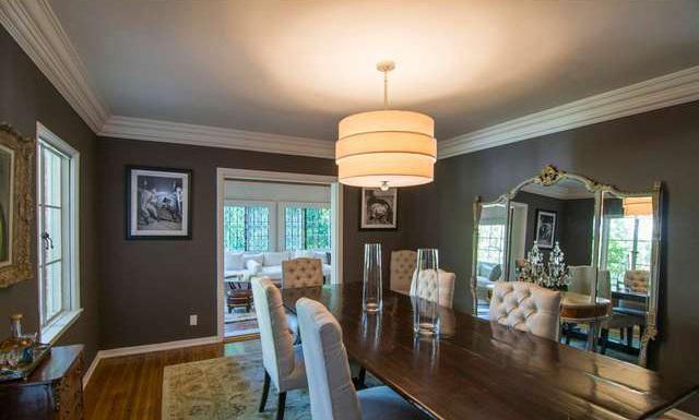 gad elmaleh met en vente sa maison los angeles. Black Bedroom Furniture Sets. Home Design Ideas